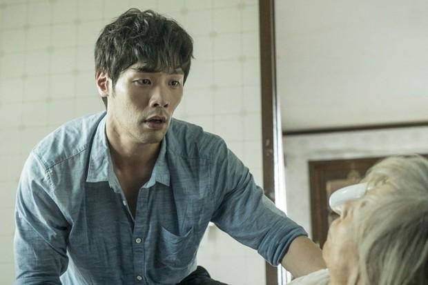 Tuyệt chiêu nâng tầm nhan sắc của mỹ nam Choi Daniel Gia Đình Là Số 1: Chỉ cần chiếc gọng kính và thế là bùm! - Ảnh 25.