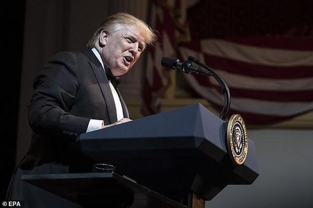 Đầu hè 2019, Tổng thống Trump bất ngờ xuất hiện với mái tóc mới khiến dân mạng xao xuyến - Ảnh 5.