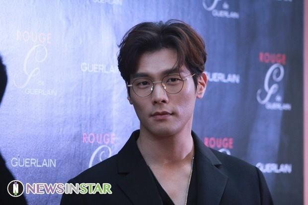 Tuyệt chiêu nâng tầm nhan sắc của mỹ nam Choi Daniel Gia Đình Là Số 1: Chỉ cần chiếc gọng kính và thế là bùm! - Ảnh 24.