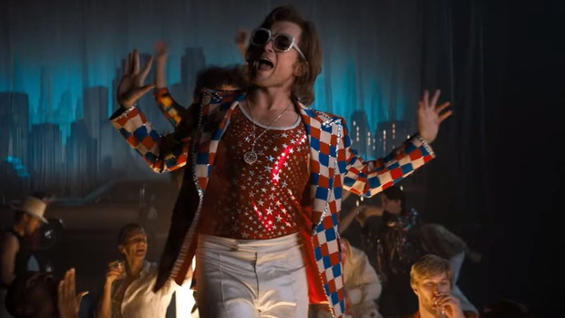 Nga cắt sạch các phân cảnh đồng tính trong Rocketman, mẹ đẻ Elton John liền lên mạng thả phẫn nộ - Ảnh 5.