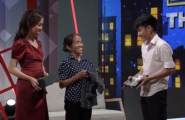 Bà Tân Vê lốc lần đầu kể về quá khứ cơ cực, chồng mất vì ung thư trên sóng truyền hình - Ảnh 4.
