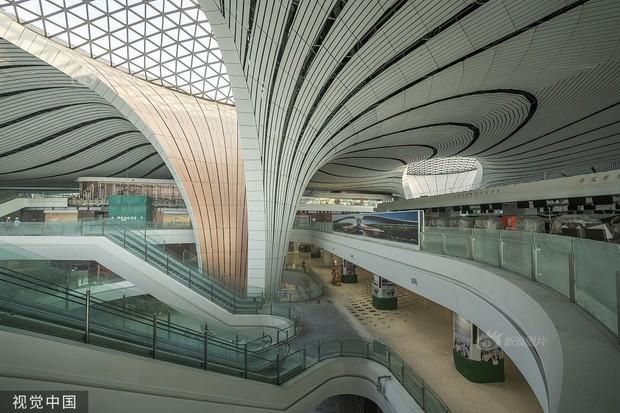 """Ná thở với sân bay """"sao biển"""" lớn nhất thế giới ở Trung Quốc, rộng bằng... 63 quảng trường Thiên An Môn, từ đầu nọ sang đầu kia dài cả cây số - Ảnh 12."""