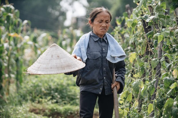 Bà Tân Vê lốc lần đầu kể về quá khứ cơ cực, chồng mất vì ung thư trên sóng truyền hình - Ảnh 2.