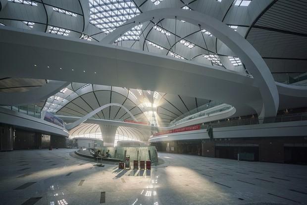"""Ná thở với sân bay """"sao biển"""" lớn nhất thế giới ở Trung Quốc, rộng bằng... 63 quảng trường Thiên An Môn, từ đầu nọ sang đầu kia dài cả cây số - Ảnh 5."""