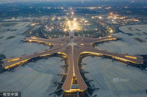 """Ná thở với sân bay """"sao biển"""" lớn nhất thế giới ở Trung Quốc, rộng bằng... 63 quảng trường Thiên An Môn, từ đầu nọ sang đầu kia dài cả cây số - Ảnh 4."""