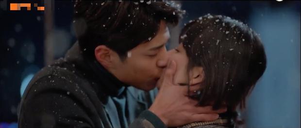5 kiểu hôn chị em của Park Bo Gum và vợ bạn trong Encounter: Số 5 mãnh liệt như thế bảo sao hai người bị đồn ngoại tình! - Ảnh 15.