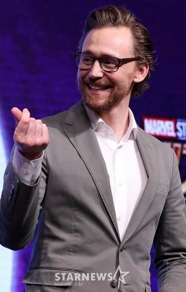 Kính thưa các kiểu thả tim của dàn sao Marvel: Anh xoạc cả chân để bắn cho chuẩn, chú thì như ném bom liều chết! - Ảnh 4.