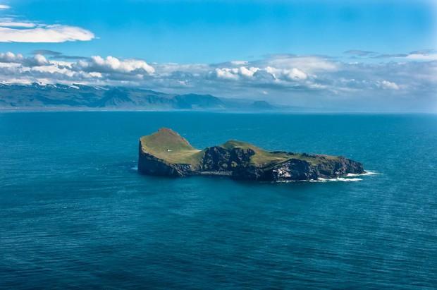 Sự thật về những lời đồn đoán kì bí xoay quanh ngôi nhà cô quạnh nhất thế giới ở Iceland - Ảnh 1.