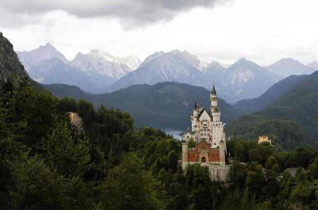 Vua điên xứ Bavaria: Cả đời đắm chìm trong cổ tích ảo mộng, đến cái chết cũng đầy bí ẩn tại tòa lâu đài đẹp nhất châu Âu - Ảnh 9.
