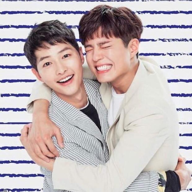 Song Joong Khi từng bật khóc khi Park Bo Gum nhận giải, tình anh em thắm thiết mặn nồng nay còn đâu? - Ảnh 11.