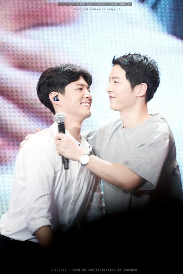 Song Joong Khi từng bật khóc khi Park Bo Gum nhận giải, tình anh em thắm thiết mặn nồng nay còn đâu? - Ảnh 12.