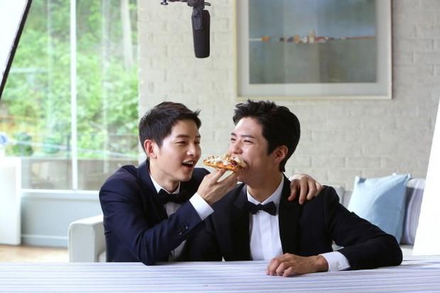 Song Joong Khi từng bật khóc khi Park Bo Gum nhận giải, tình anh em thắm thiết mặn nồng nay còn đâu? - Ảnh 14.