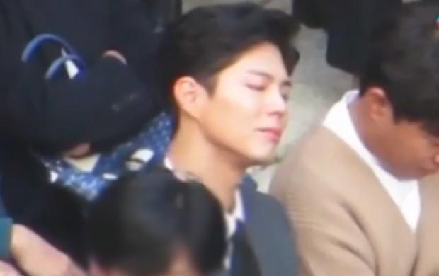 Song Joong Khi từng bật khóc khi Park Bo Gum nhận giải, tình anh em thắm thiết mặn nồng nay còn đâu? - Ảnh 16.