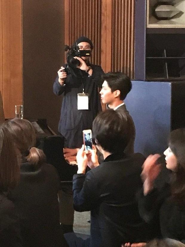 Song Joong Khi từng bật khóc khi Park Bo Gum nhận giải, tình anh em thắm thiết mặn nồng nay còn đâu? - Ảnh 17.