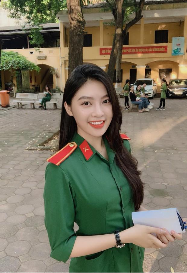 Nổi như cồn khi diện quân phục đi thi đại học, nữ sinh hot nhất MXH mấy ngày qua là đây! - Ảnh 2.