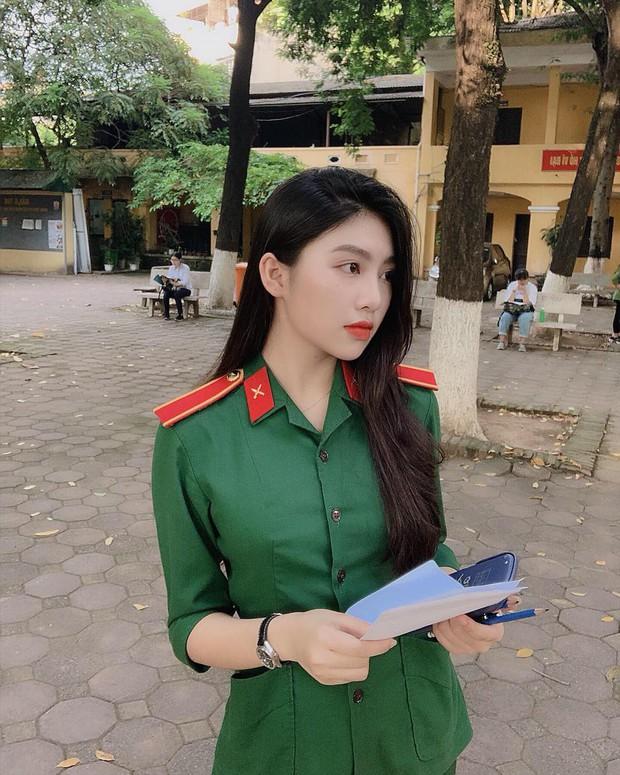 Nổi như cồn khi diện quân phục đi thi đại học, nữ sinh hot nhất MXH mấy ngày qua là đây! - Ảnh 3.