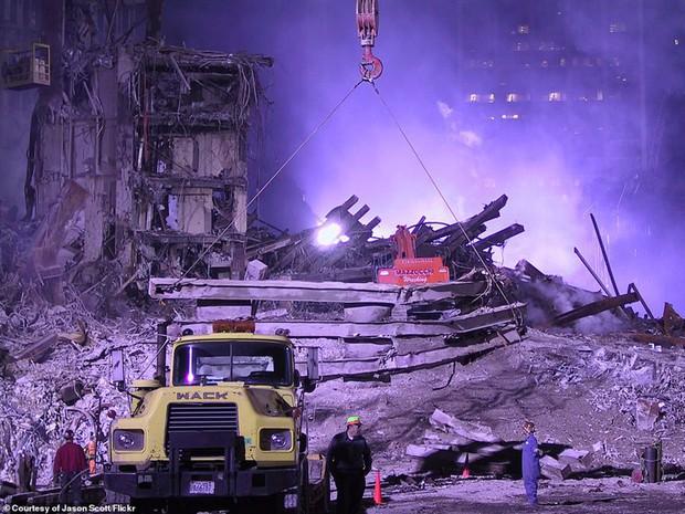Cận cảnh quá trình xử lý hiện trường vụ khủng bố 11/9 - Ảnh 2.