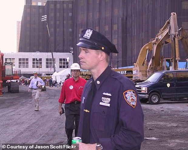 Cận cảnh quá trình xử lý hiện trường vụ khủng bố 11/9 - Ảnh 11.