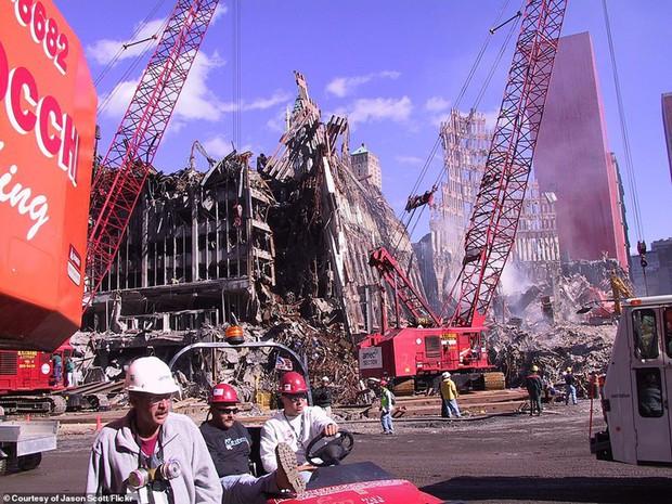 Cận cảnh quá trình xử lý hiện trường vụ khủng bố 11/9 - Ảnh 13.