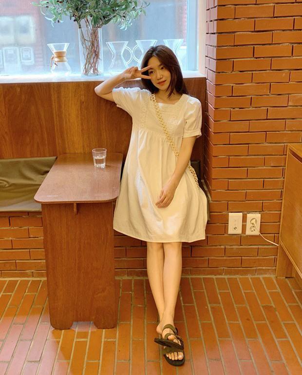 Biết là mùa hè mặc váy rất thích nhưng có 3 kiểu váy mà nàng công sở không nên sắm cho đỡ tốn tiền - Ảnh 2.