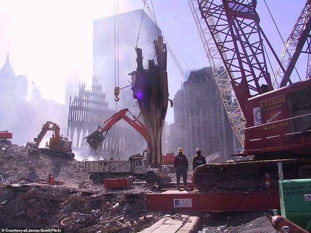 Cận cảnh quá trình xử lý hiện trường vụ khủng bố 11/9 - Ảnh 6.