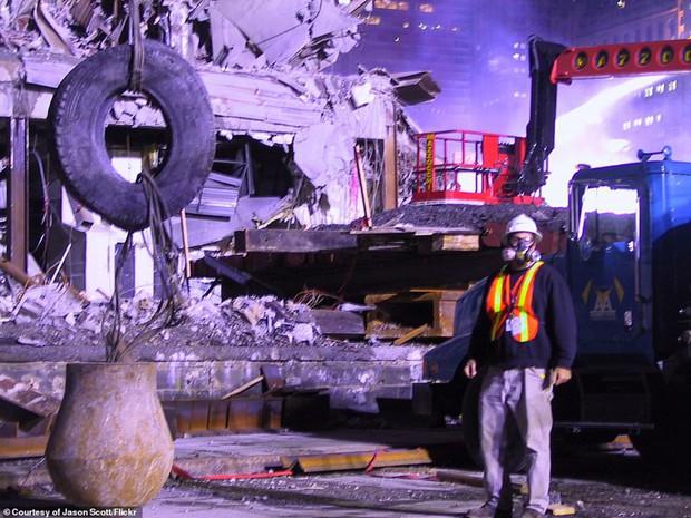 Cận cảnh quá trình xử lý hiện trường vụ khủng bố 11/9 - Ảnh 7.