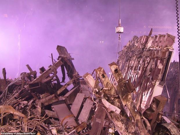 Cận cảnh quá trình xử lý hiện trường vụ khủng bố 11/9 - Ảnh 8.