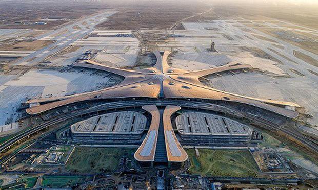 """Ná thở với sân bay """"sao biển"""" lớn nhất thế giới ở Trung Quốc, rộng bằng... 63 quảng trường Thiên An Môn, từ đầu nọ sang đầu kia dài cả cây số - Ảnh 2."""