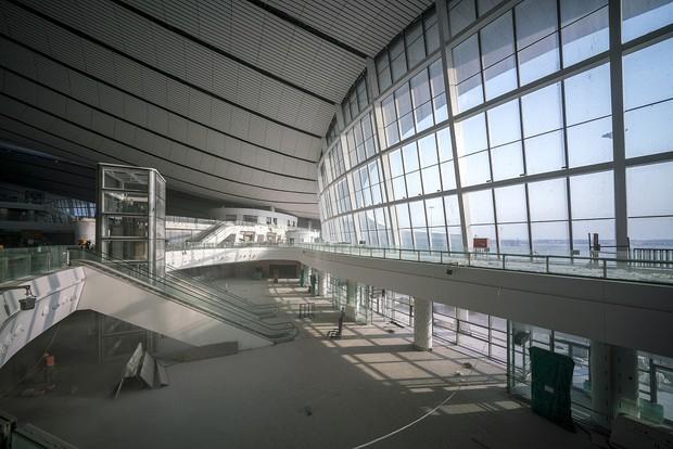 """Ná thở với sân bay """"sao biển"""" lớn nhất thế giới ở Trung Quốc, rộng bằng... 63 quảng trường Thiên An Môn, từ đầu nọ sang đầu kia dài cả cây số - Ảnh 7."""