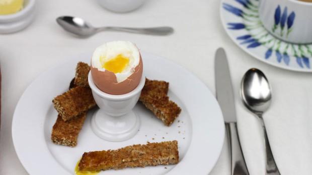 Nghìn lẻ một kiểu ăn trứng vịt lộn của người Việt Nam: chỉ một món nhưng có quá trời cách thưởng thức - Ảnh 4.
