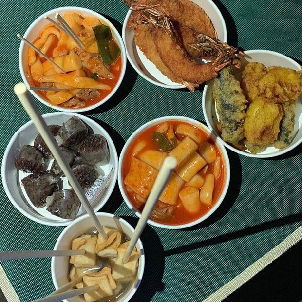 Ngộ nghĩnh chưa? Phim chồng đóng chẳng buồn hỏi thăm, Song Hye Kyo lại đi tặng xe đồ ăn siêu to siêu khổng lồ cho người này! - Ảnh 11.