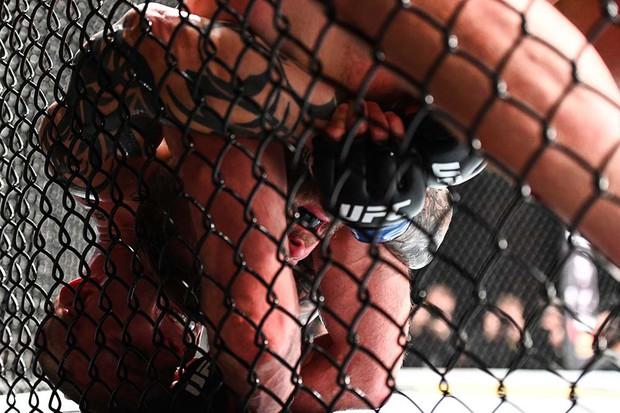 Khủng như tay đấm người Mỹ này: Bị gãy tay, vẫn đánh cho đối thủ thua đến mức phải giải nghệ - Ảnh 8.