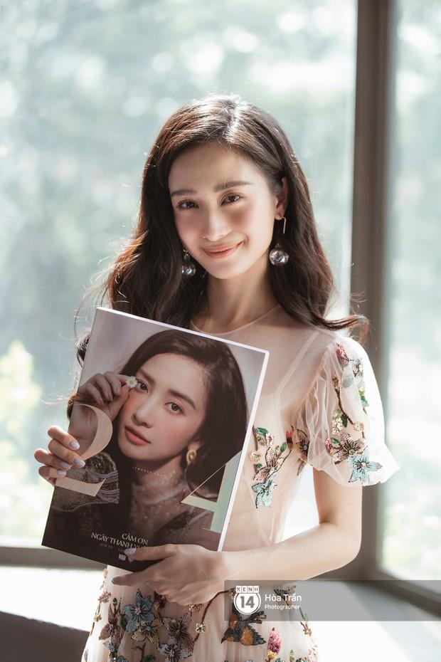 Jun Vũ ra mắt photobook mừng sinh nhật 24 tuổi: Tới bao giờ khán giả mới thấy sự đột phá? - Ảnh 1.