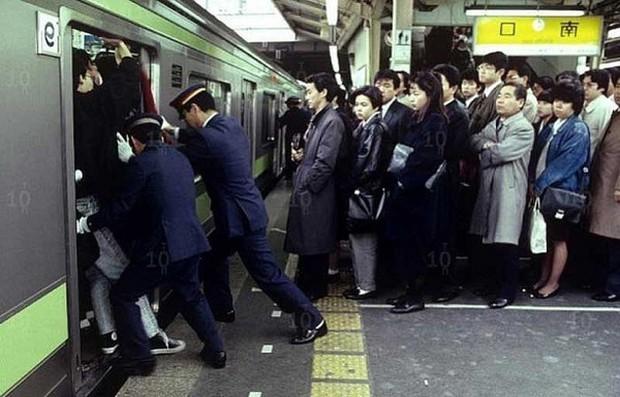 Từ nhặt tử thi đến xin lỗi hộ, đây là những nghề nghiệp kỳ quặc chỉ có ở Nhật Bản - Ảnh 2.