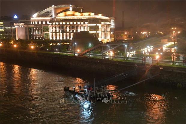 Tìm được thêm thi thể thứ 9 trong vụ chìm tàu trên sông Danube, Hungary  - Ảnh 1.