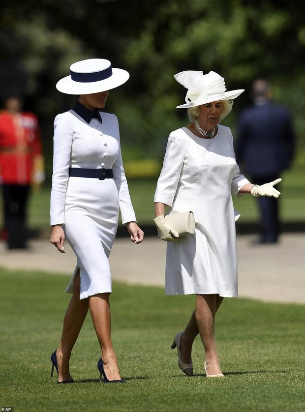 Giật mình với bộ đồ mà Đệ nhất Phu nhân Mỹ chọn khi đi cùng bà Camilla, liệu chúng ta đang nhìn thấy hình ảnh Công nương Diana? - Ảnh 2.