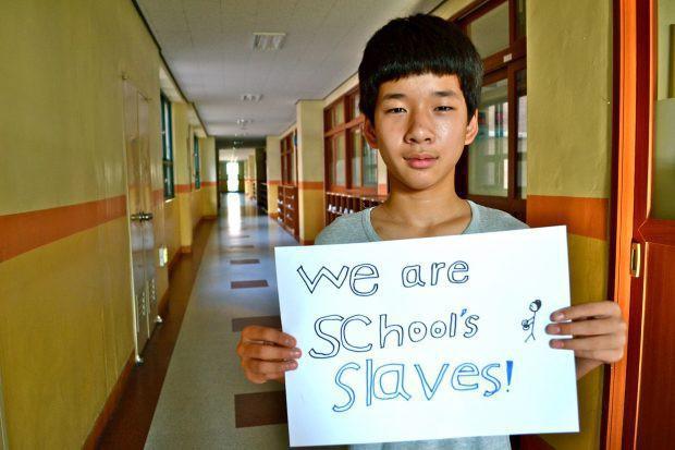 Mặt trái vị trí số 1 thế giới của nền giáo dục Hàn Quốc: Tỷ lệ học sinh tự tử cao nhất toàn cầu - Ảnh 1.