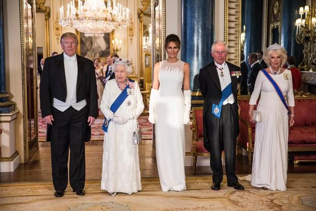Cùng là diện đồ trắng: Bà Melania Trump được khen hết lời, Công nương Kate lại gây thất vọng - Ảnh 1.