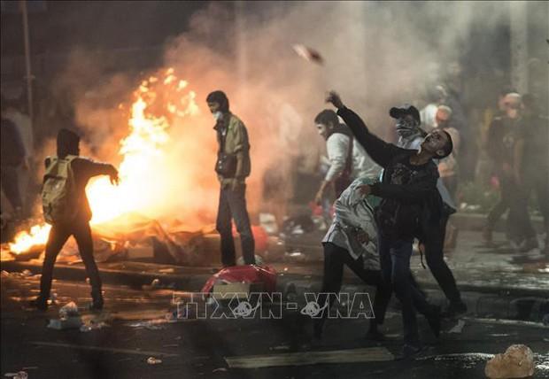 Đánh bom tự sát tại đồn cảnh sát ở Indonesia - Ảnh 1.