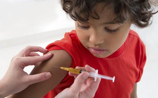 Báo động đỏ: Phong trào tẩy chay vaccine khiến dịch sởi bùng phát trên thế giới, rủi ro tính mạng không thể lường trước được - Ảnh 2.