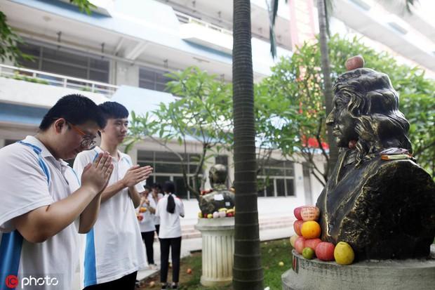 Muôn vẻ cầu may mùa thi đại học ở Trung Quốc  - Ảnh 1.