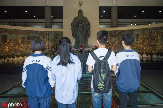 Muôn vẻ cầu may mùa thi đại học ở Trung Quốc  - Ảnh 2.