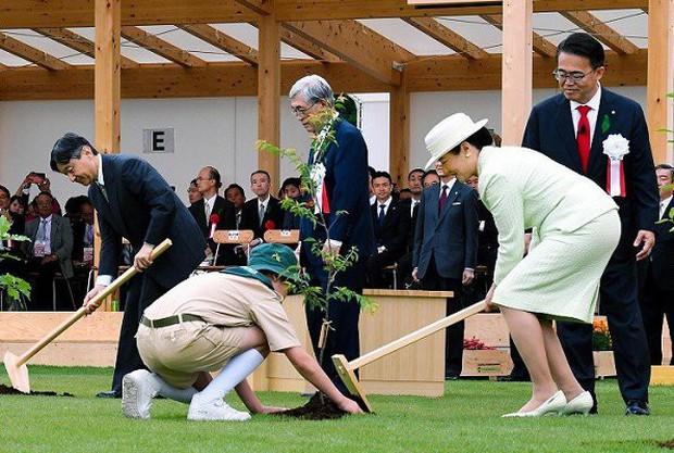 Truyền thông Nhật Bản lại phát sốt với Hoàng hậu Masako qua màn thể hiện hoàn hảo, xuất chúng của bà trong 2 ngày liên tiếp tham dự sự kiện - Ảnh 3.
