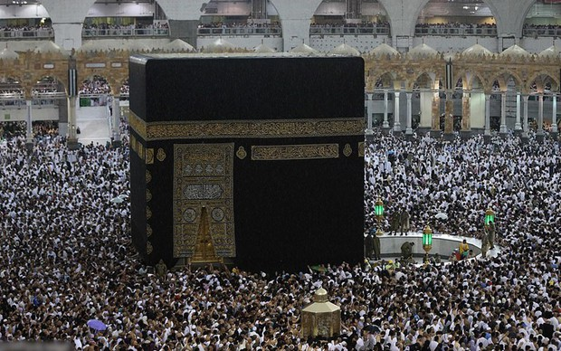 Nghẹt thở bức ảnh người Hồi giáo tụ tập đông kín ở Mecca tháng Ramadan - Ảnh 3.
