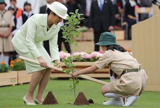 Truyền thông Nhật Bản lại phát sốt với Hoàng hậu Masako qua màn thể hiện hoàn hảo, xuất chúng của bà trong 2 ngày liên tiếp tham dự sự kiện - Ảnh 4.