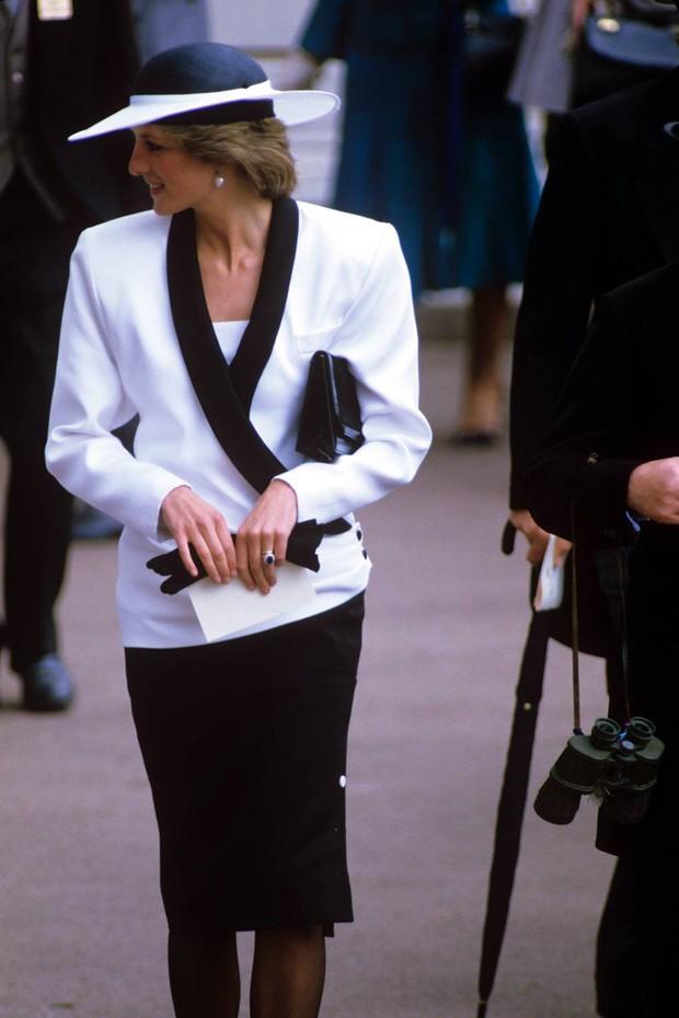Giật mình với bộ đồ mà Đệ nhất Phu nhân Mỹ chọn khi đi cùng bà Camilla, liệu chúng ta đang nhìn thấy hình ảnh Công nương Diana? - Ảnh 6.