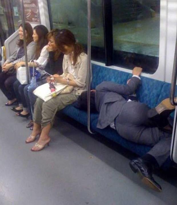 Có những kiểu người dùng cả tuổi thanh xuân để ngủ, đi khắp năm châu bốn bể nơi đâu cũng có thể là một chiếc giường êm ái - Ảnh 10.