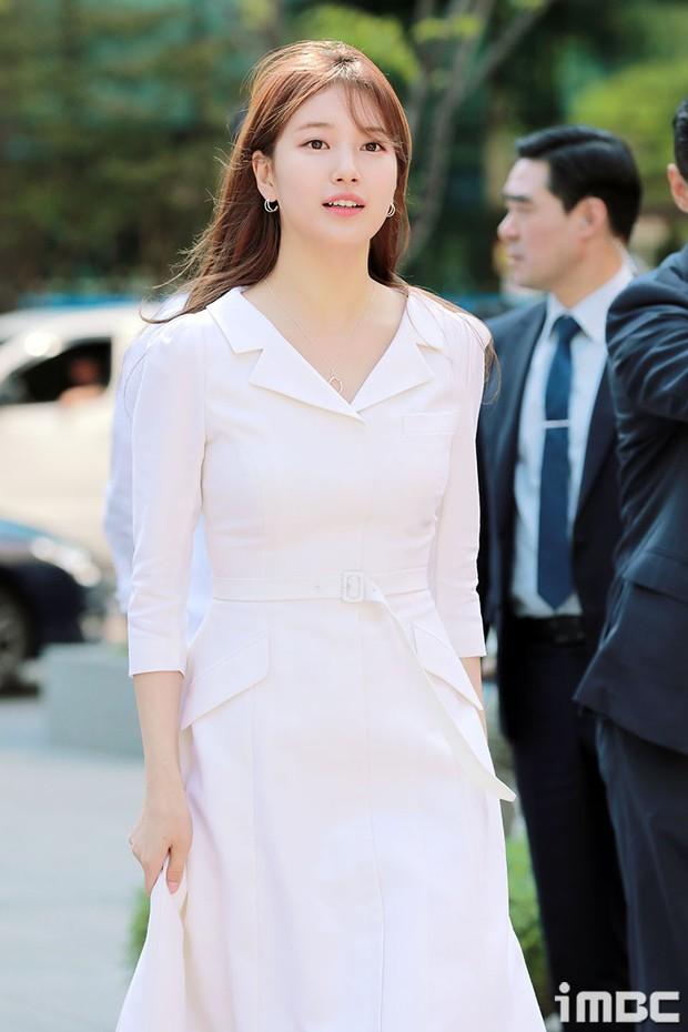 Lâu lắm rồi mới đụng hàng với Yoona, nữ thần Suzy được khen hết lời nhưng liệu có đánh bật được đối thủ? - Ảnh 2.
