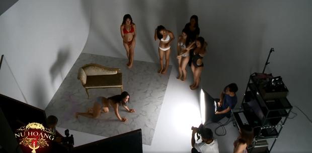 Show thực tế Việt gây ồn ào vì cho thí sinh mặc đồ, tạo dáng quá gợi cảm trên truyền hình - Ảnh 4.