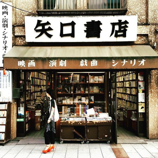 Ít ai biết giữa lòng Tokyo hoa lệ vẫn có một thư viện kiểu một nghìn chín trăm hồi đó đẹp như phim điện ảnh - Ảnh 6.